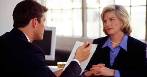 HR специалист проводит собеседование
