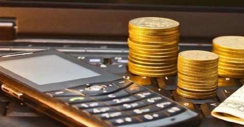 Деньги, телефон и ноутбук