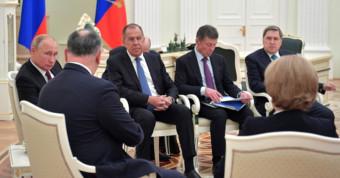 Дипломаты проводят рабочую встречу