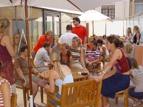 Занятия в Барселонской языковой школе: непринужденная обстановка