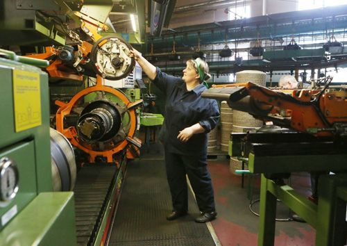 Фото: Обязанности оператора по производству шин