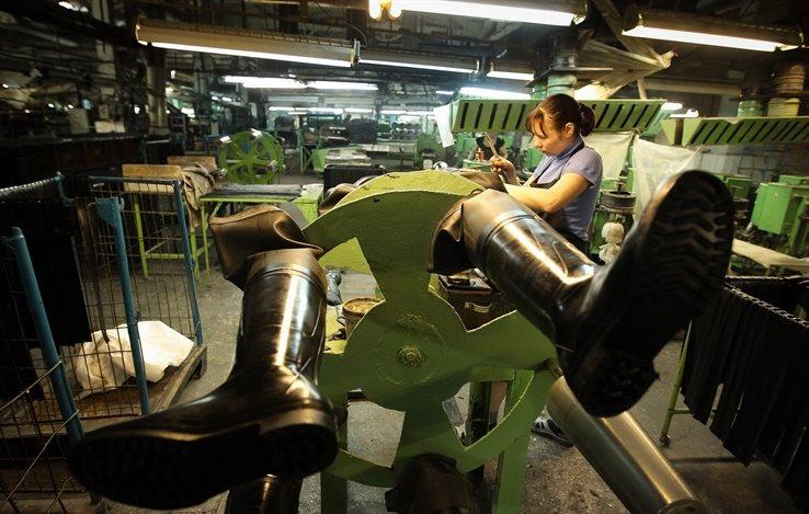 Фото: Процесс производства резиновых сапог