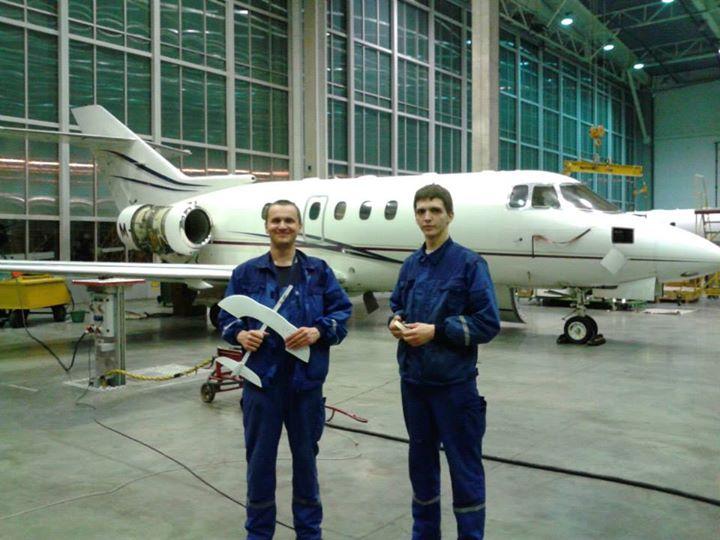 Рабочие завода самолетостроения