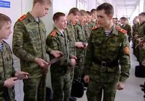 Студенты Суворовского училища на утренем построении