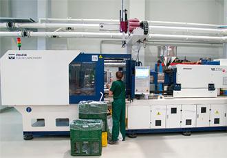 На производстве пластмассс