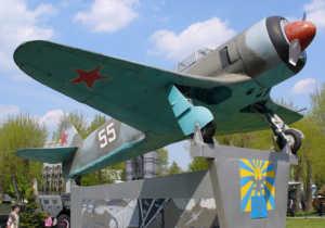 Постамент самолету в летном училище России