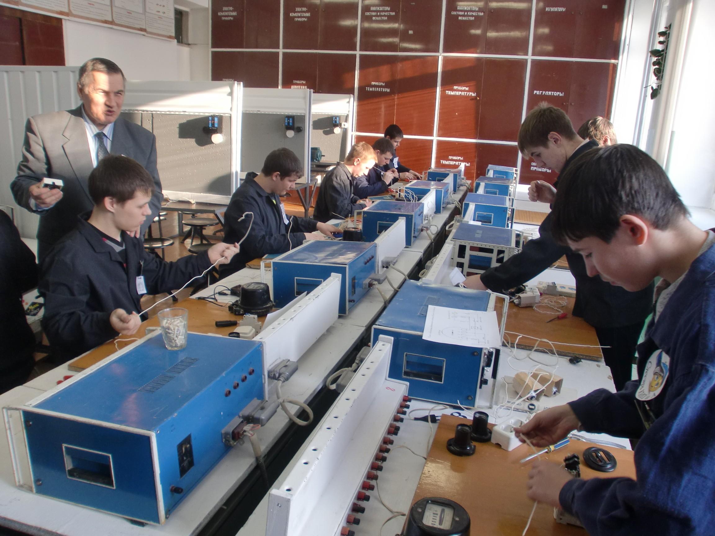 Фото: Обучение слесарей по ремонту контрольно-измерительных приборов