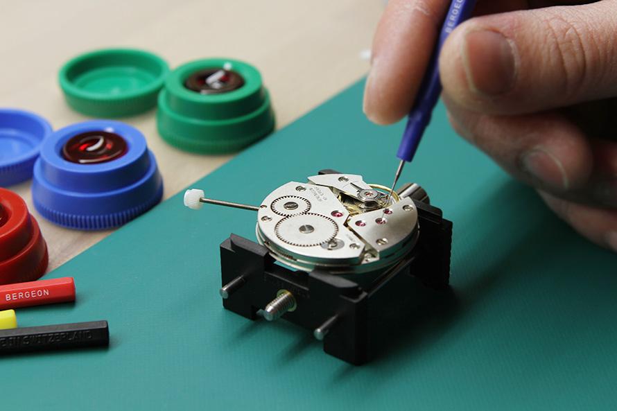 Фото: Процесс настройки механических часов