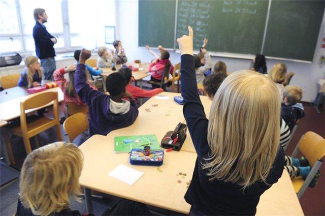 Дети на уроке в начальной школе