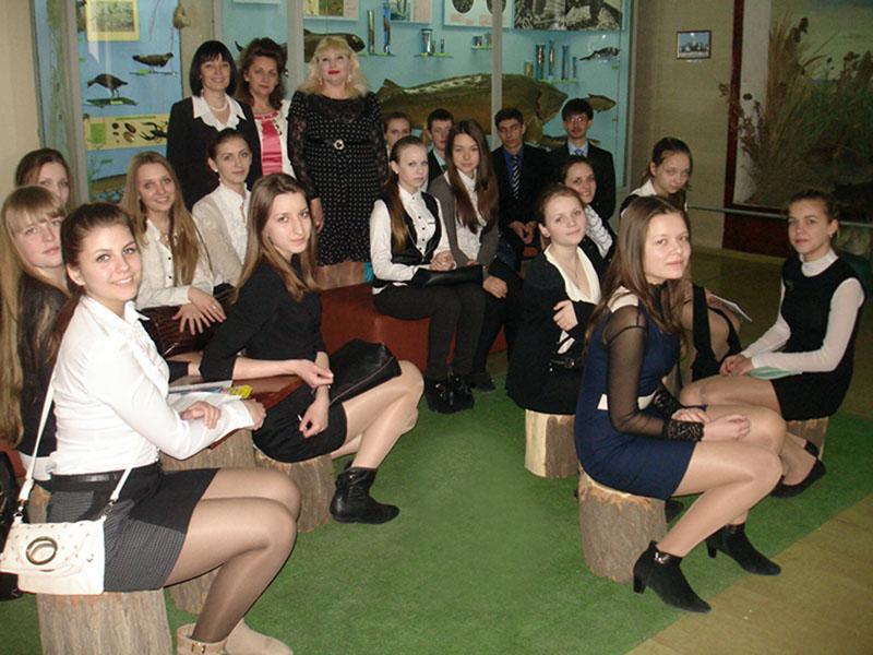 Ученики на экскурсии в музее