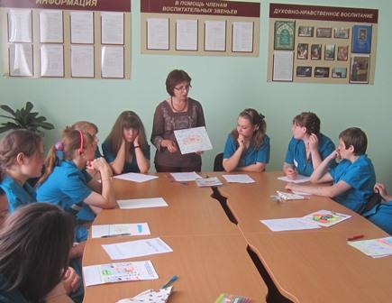 Преподаватель и подростки
