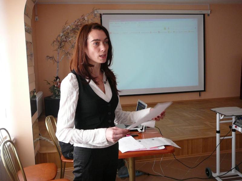 Педагог на презентации собственного портфолио