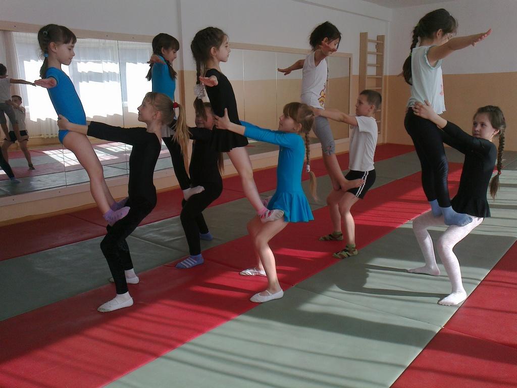 Девочки в спортивном учреждении дополнительного образования