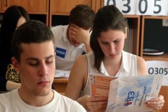 Выпускники на экзамене