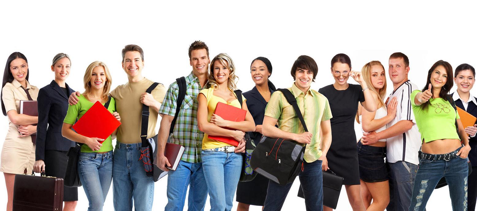 Счастливые студенты колледжа обучаются дистанционно