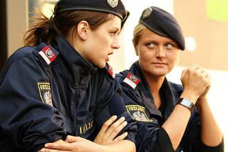 Полицейские женского пола