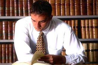 Юрист - специалист, который хорошо разбирается в законах государства