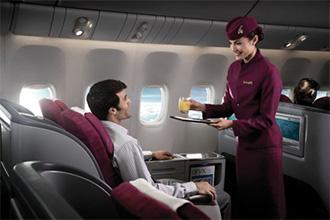 Стюардесса на борту пассажирского авиалайнера