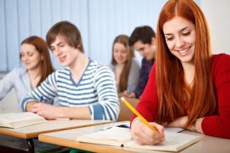 Ученики колледжа на экзамене