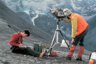 Геологи работают на местности