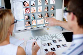 Web дизайнеры обсуждают фотогалерею