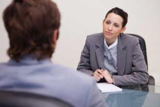 HR диагност разговаривает с кандидатом