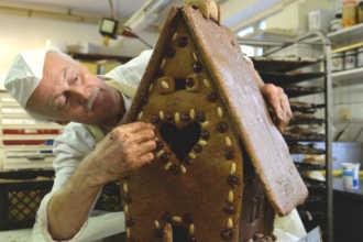 Кондитер сделал торт-домик