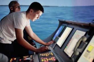 Обучение моряка на тренажере