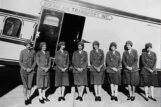 Одни из первых бортпроводниц в США