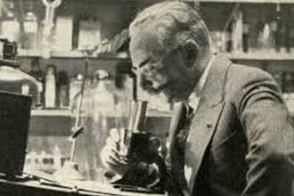 Старое фото химика