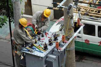 Электрики за работой