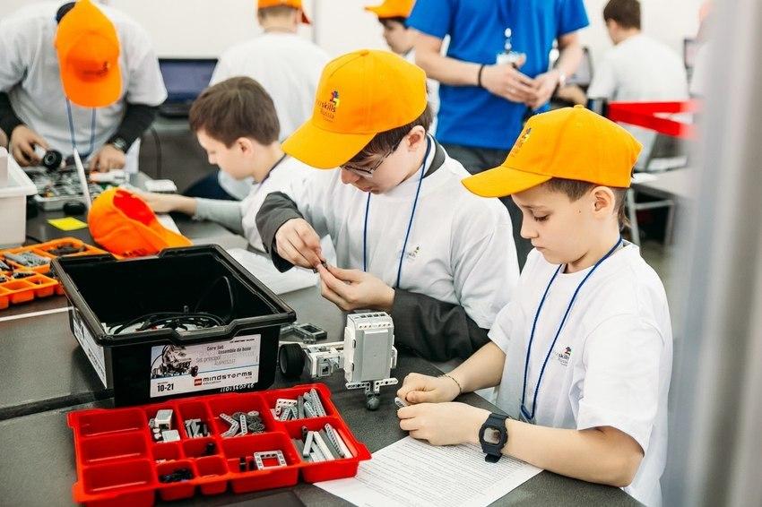 Дети на занятиях по дополнительному образованию - научно-техническая направленность