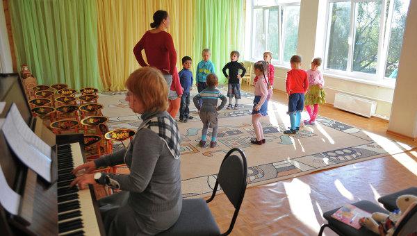 Дошкольники на уроке танцев
