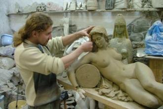 Работа скульптора