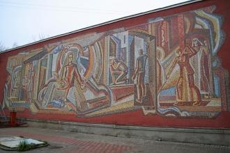 Мозаичное панно на стене