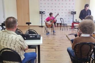 Выступление гитариста
