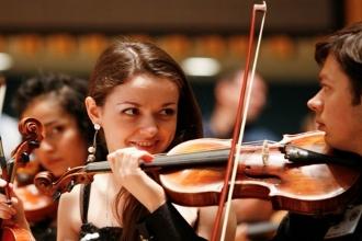 Выступление скрипачей