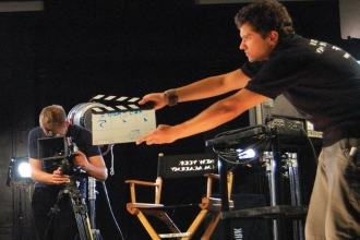 Режиссер и кинооператор на съемочной площадке