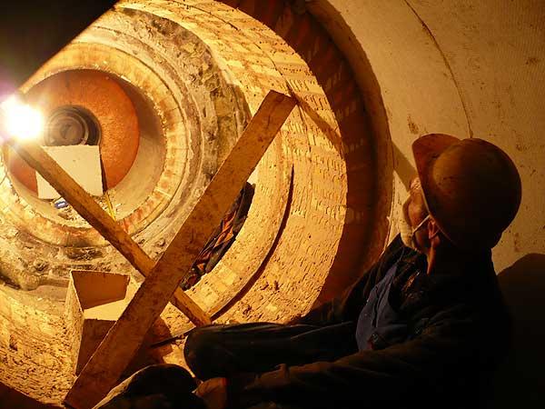 Трубоклад в огромной трубе