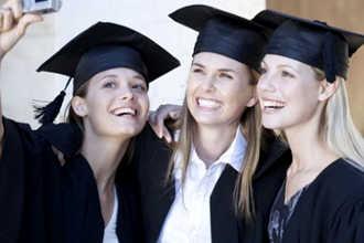 Девушки получили диплом за рубежом