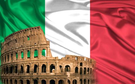 Колизей на фоне итальянского флага
