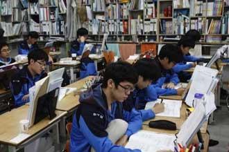 Корейские студенты за учебой