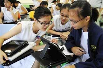 Сингапурские девочки за учебой