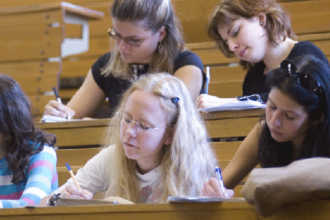 Венгерские студентки на занятиях