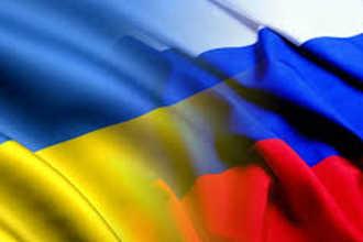 Переплетенные флаги России и Украины