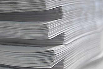 Стопка бумаг с научными трудами