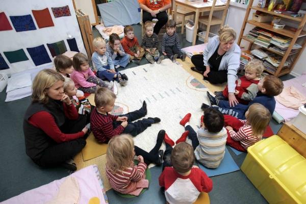 Малыши в группе детского сада в Финляндии