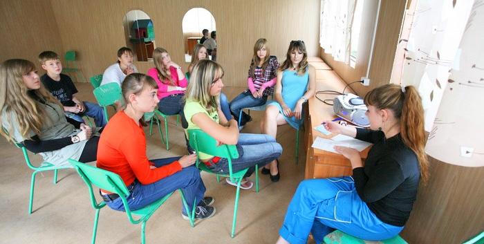 Школьники на занятии по психопрофилактике