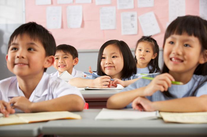 Дети во время урока в китайской школе