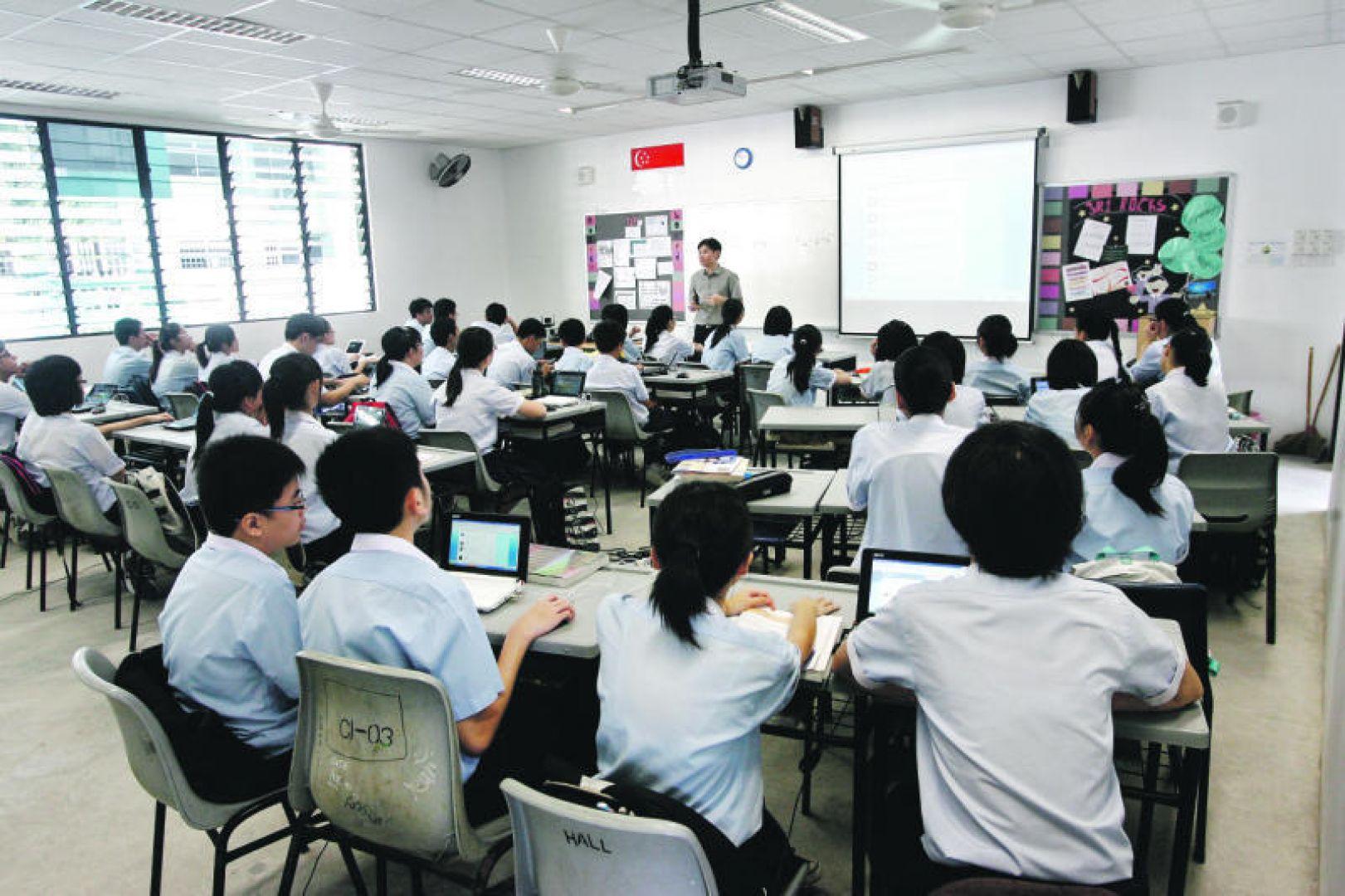 Сингапурские дети в школе на занятии